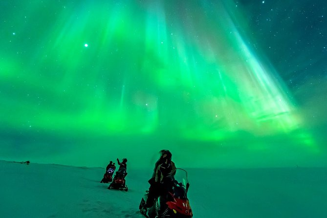Northern Lights Snowmobile Safari from Rovaniemi with Campfire Picnic