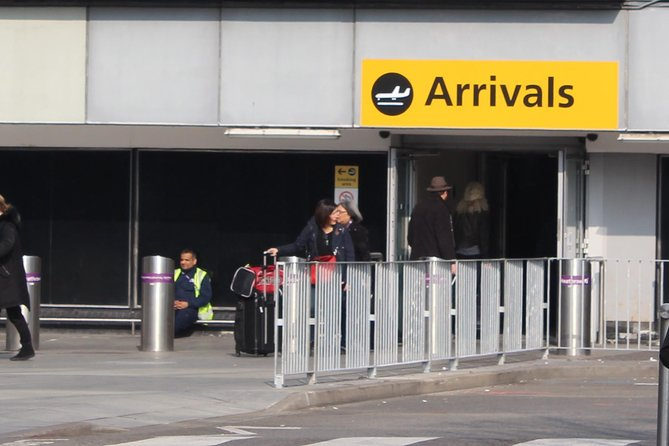 Private One Way or Round Trip Transfer: Heathrow Airport to Guildford