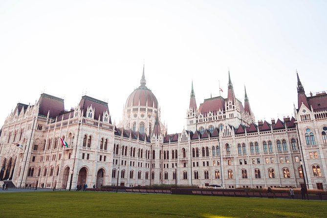 Budapest Historical Sightseeing - Walking Tour photo 1