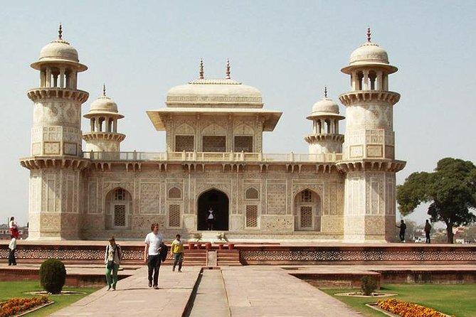 Private Full-Day Sunrise Taj Mahal and Agra City Tour