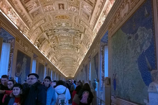 Private Tour: Deluxe Vatican Museum and St. Peter's Basilica with Hotel pick-up