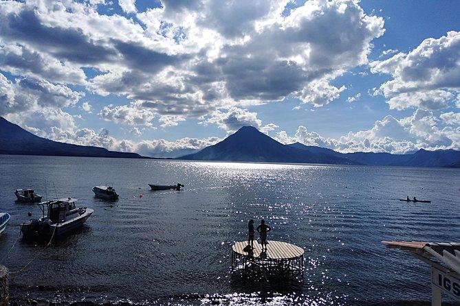 El lago de Atitlán y los pueblos de Antigua