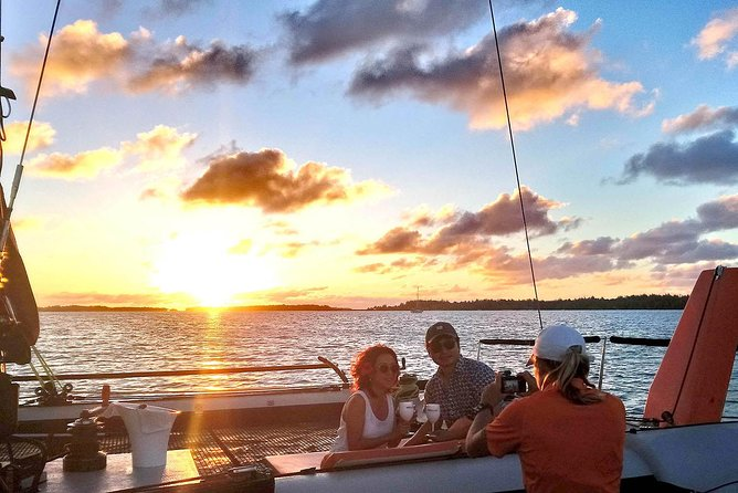 Tour Privado: Bora Bora Catamaran SUNSET Sailing Experience