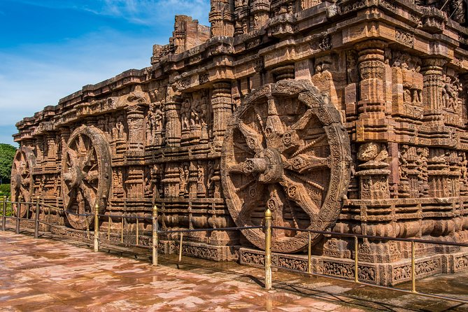 Full Day Tour of Konark Temple and Puri