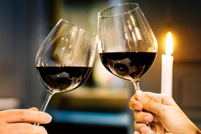 Santorini: Romantic private dinner night cruise