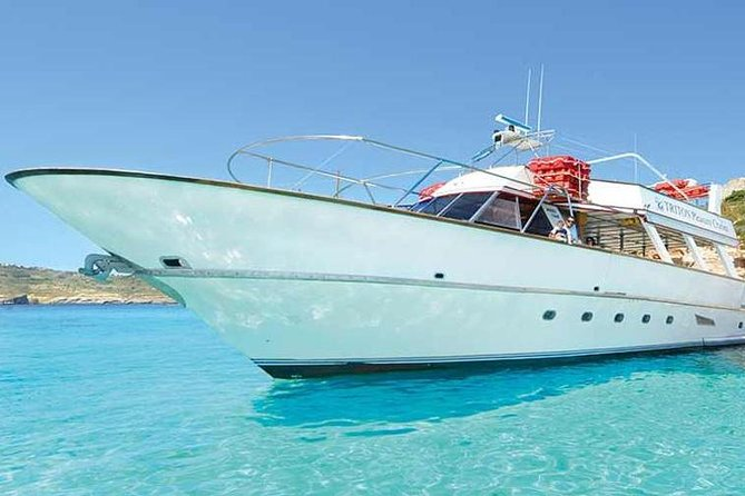 Three Islands: Swimming and sightseeing boat tour