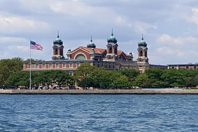 Statue of Liberty and Ellis Island Tour photo 2