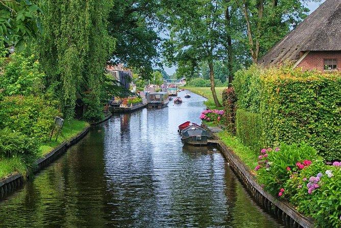 Private Giethoorn & Zaanse Schans Windmills Sightseeing Tour from Amsterdam