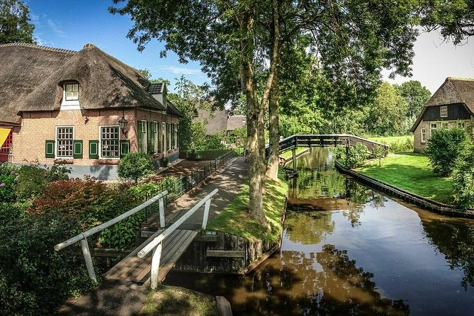 Private Sightseeing Tour to Giethoorn incl. skip the line from Amsterdam