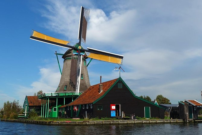 Sightseeing Tour to the Windmills, Cheese factory and Volendam from Amsterdam