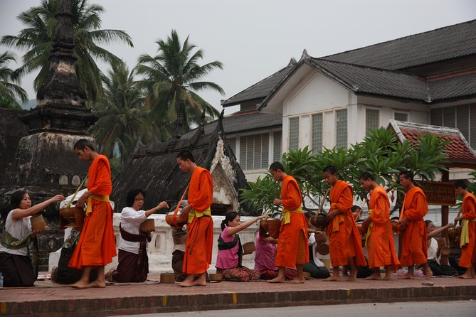 Small Group: Luang Prabang's Must-See Sights Including Mount Phousi