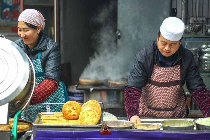 Xi'an Morning Food & Market Tour by TukTuk