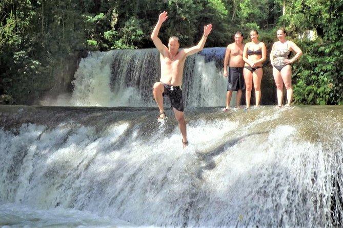 YS cai mais Black River Safari de Montego Bay e Grand Palladium