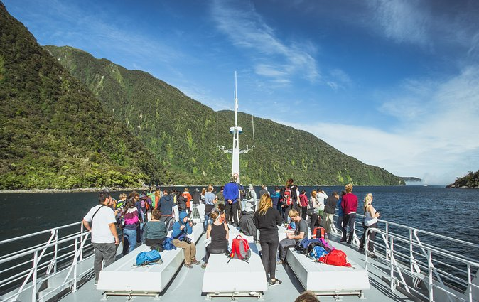 Full-Day Milford Explorer Tour and Cruise from Queenstown