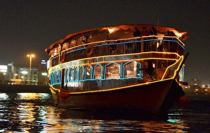 Délicieux et romantique dîner de Dubaï Dhow Cruise Creek