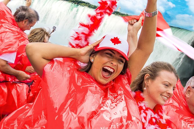 Luxury Bus Day Tour of Niagara Falls with Lunch & Hornblower Cruise from Toronto