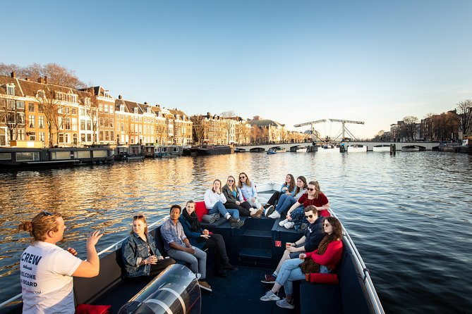 Luxurious 70 minutes canal cruise - Drinks available on board - Small open boat