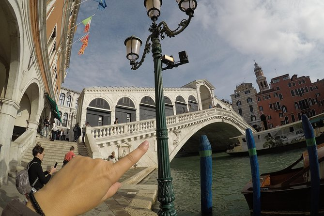 Up and down the bridges, Venice as an insider