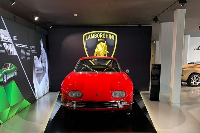 Lamborghini Full Day Experience: Test Drive, Lunch, Lamborghini Gadget included