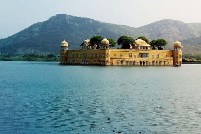 Full Day Jaipur Sightseeing in a Private Car Taxi with Chauffeur.