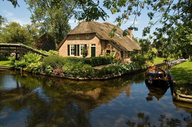 Private day trip to Giethoorn and the Enclosing Dike