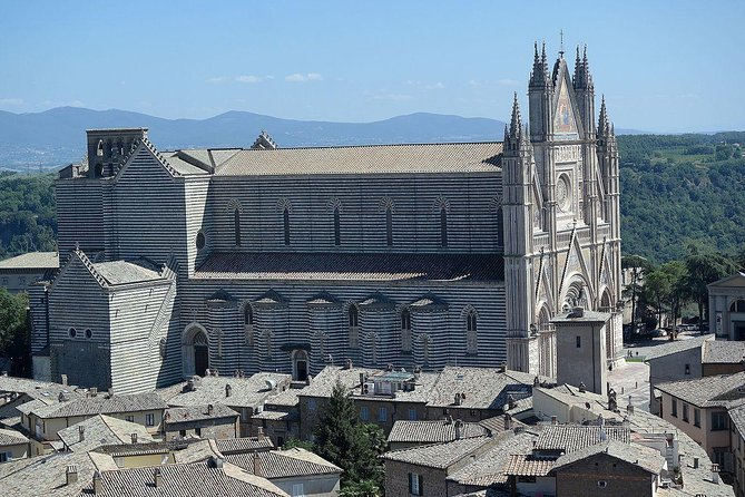 Private One way transfer from Rome to Florence with 2 hours stop in Orvieto