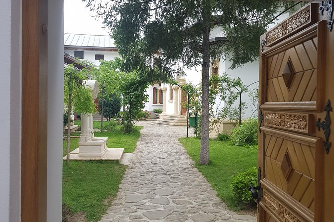 Streets and history in Bucharest