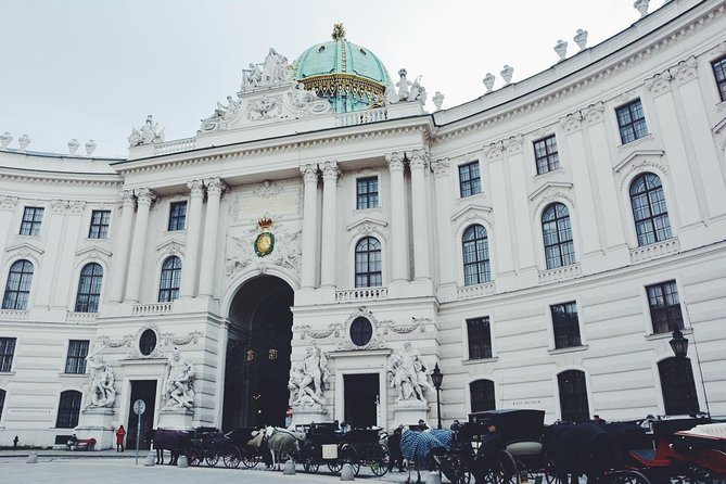 Full day PRIVATE GUIDED VIENNA tour from Budapest with lunch and drinks