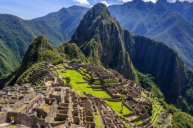 Get to know Machupicchu in 1 day (includes tourist train)
