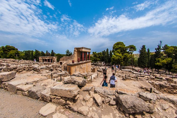 Heraklion Walking Tour with Skip the Line Palace of Knossos and Local Tapas
