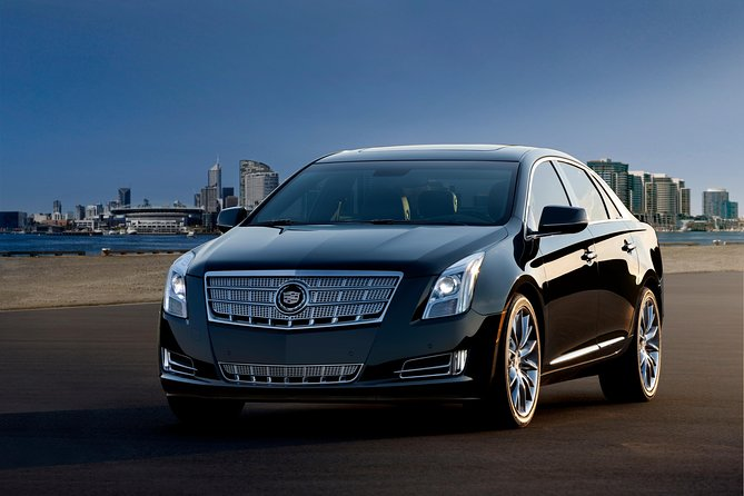 Arrival Private Transfer: LaGuardia Airport LGA to Manhattan by Luxury Car