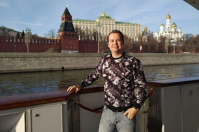 Exclusive Moscow river mini-cruise with a private guided tour