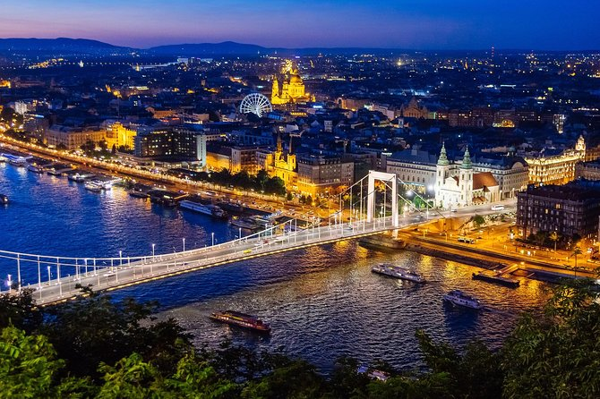 Budapest: Night Cruise with Welcome Drink & Parliament View