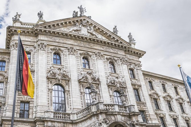 Transfer from Linz to Munich: Private sightseeing daytrip with 2 stops