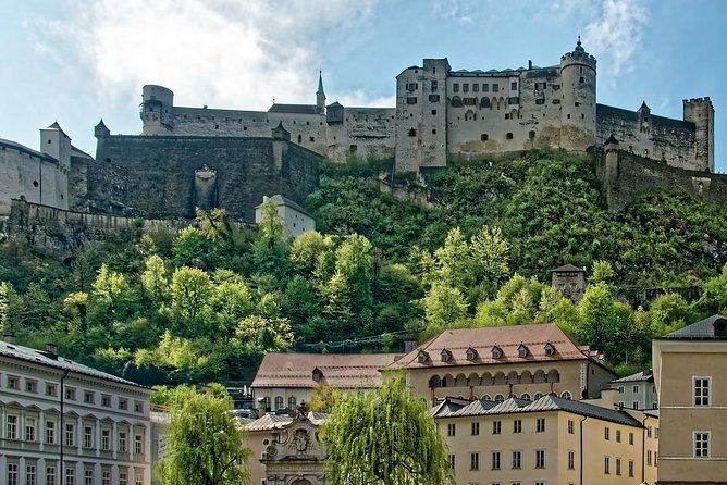 Transfer from Budapest to Salzburg: Private sightseeing daytrip with 2 stops