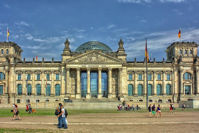 Transfer from Munich to Berlin: Private sightseeing daytrip with 2 stops