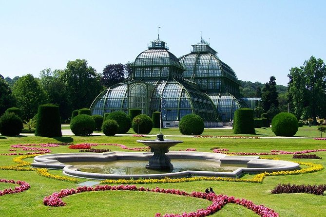 Transfer from Salzburg to Vienna: Private sightseeing daytrip with 2 stops