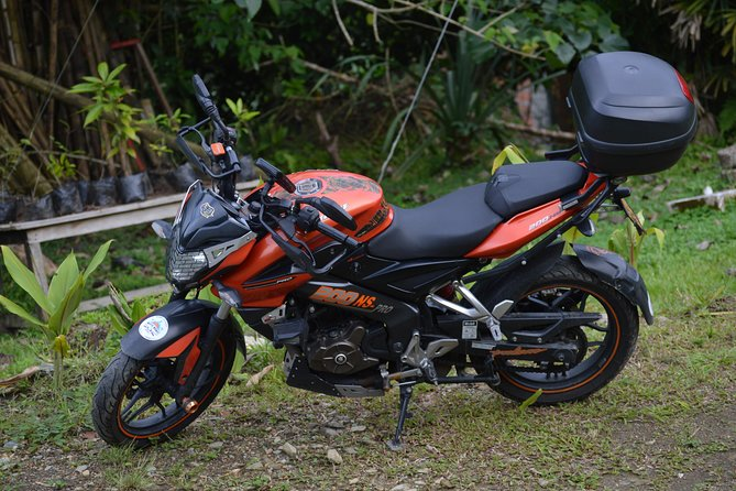 Motorcycle rental Pulsar NS 200 in Medellin