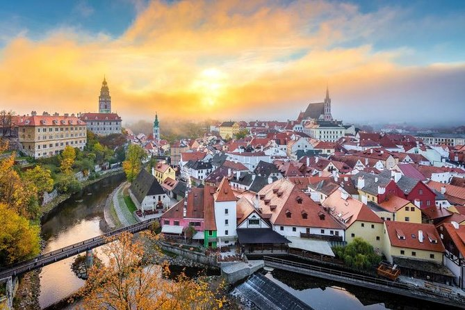 Private Transfer from Hallstatt to Cesky Krumlov with 2 Sightseeing Stops