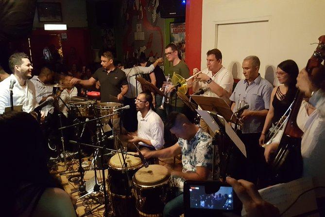 Tour of the salsa rhythm in Medellín