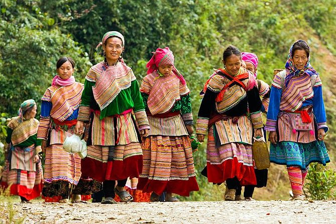Private Coc Ly Market (Tuesday) Sapa Tour 2 Days by Train from Hanoi