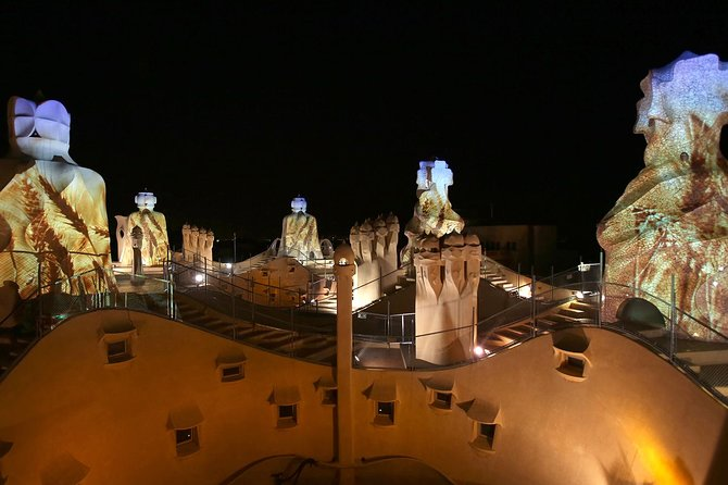 La Pedrera Night Experience: Rooftop Audiovisual Display + Dinner