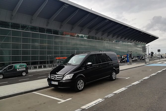 Private Warsaw Chopin Airport Round-Trip Transfer