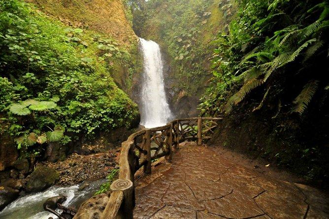 Super Combo Tour: Waterfalls Gardens + Coffee Tour + Poás Volcano