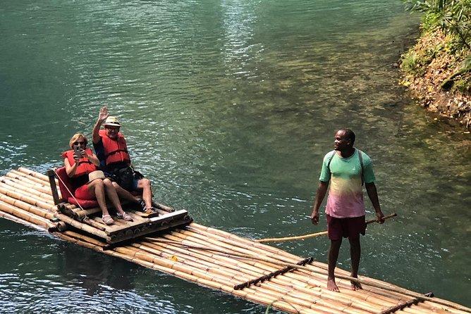 Transporte para o Rafting no Rio Martha Brae