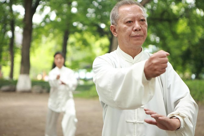 Beijing Tour: Temple of Heaven with Tai Chi Class, Local Appetizers in Huguo Si