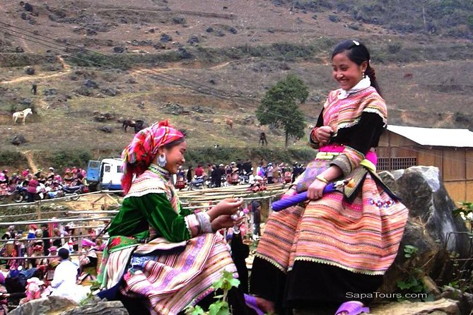 Sapa option 10 (3 days, 4 nights) : BacHa, Cocly and special markets, boat trip