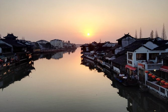 Zhujiajiao Water Town and Shanghai Night Cruise Group Tour with Dinner photo 4