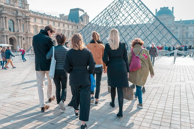 Private feminist visit of the Louvre