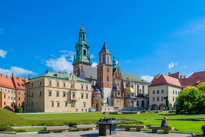Private Transfer from Budapest to Krakow with 2 Sightseeing Stops